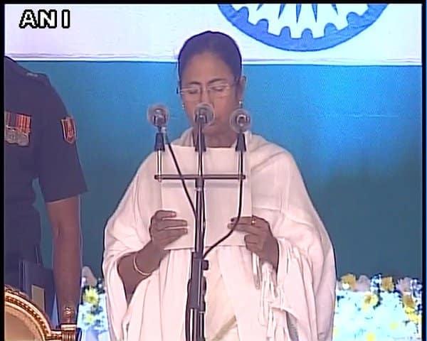 மே.வங்க முதல்வராக 2-வது முறையாக மம்தா பானர்ஜி பதவியேற்றார்