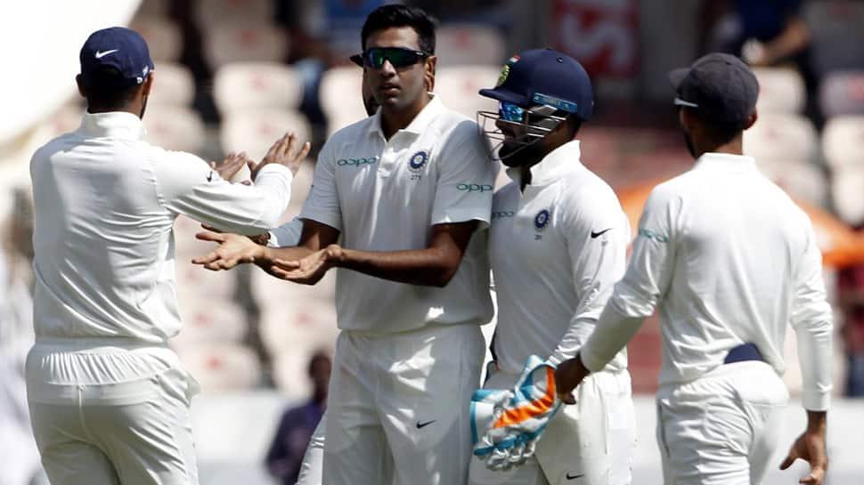 INDvsWI: மாஸ் காட்டும் இந்தியா; 3 ஓவரில் 3 விக்கெட்!