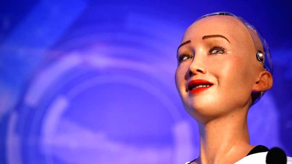 உலகப் பயணத்தை மேற்கொள்வதற்கு ரோபோ விசாவை பெற்றது ROBOT சோபியா.....