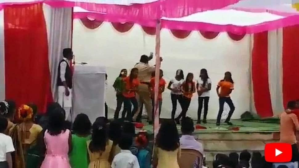 மாணவிகள் மீது பணத்தை வாரி இறைத்த காவலர், வைரலாகும் Video!
