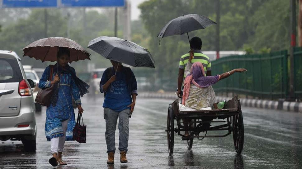 கனமழை காரணமாக 3 மாவட்டங்களுக்கு சிவப்பு நிற எச்சரிக்கை...
