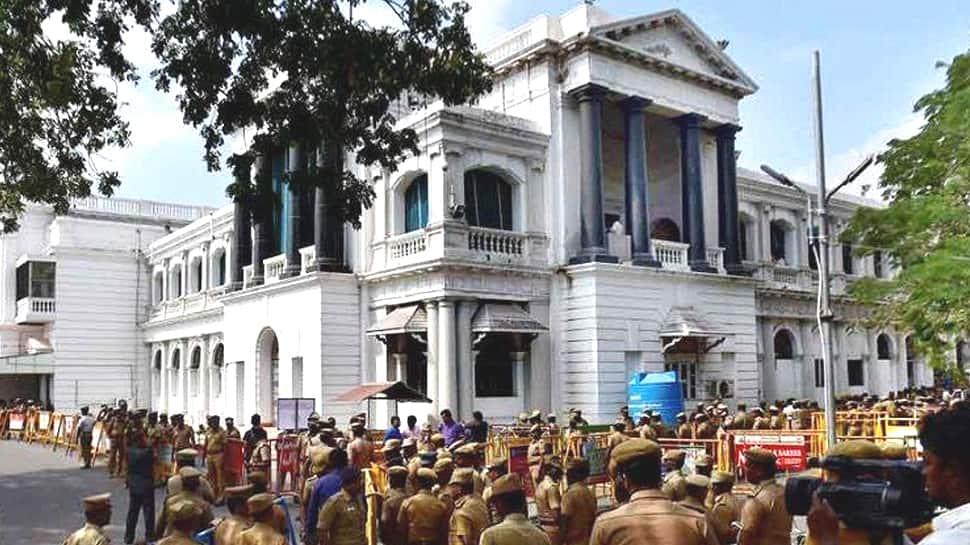 தமிழகத்தில் தயாரிக்கப்படும் மின்சார வாகனங்களுக்கு 100% வரிவிலக்கு: TN Govt