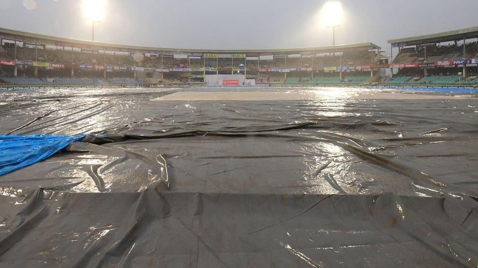 IND vs SA; 1st Test: 30.5 ஓவர் இருந்த நிலையில் இன்றைய ஆட்டம் கைவிடப்பட்டது