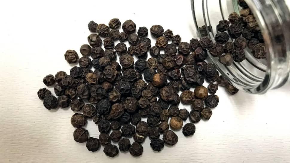 கருமையான தலைமுடி பெற கருப்பு மிளகு பயன்படுத்துங்கள்...