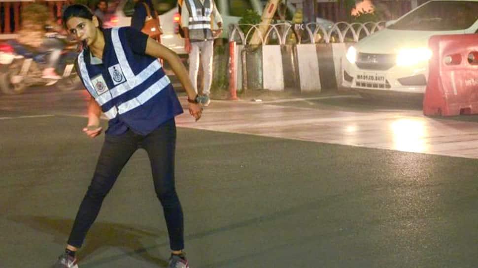 Watch Video: நடனமாடி போக்குவரத்து விழிப்புணர்வு ஏற்படுத்தும் MPA மாணவி!