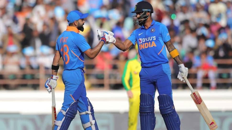 LIVE IND vs AUS: 340 ரன்கள் குவித்த இந்திய அணி; 3 பேர் அரைசதம்