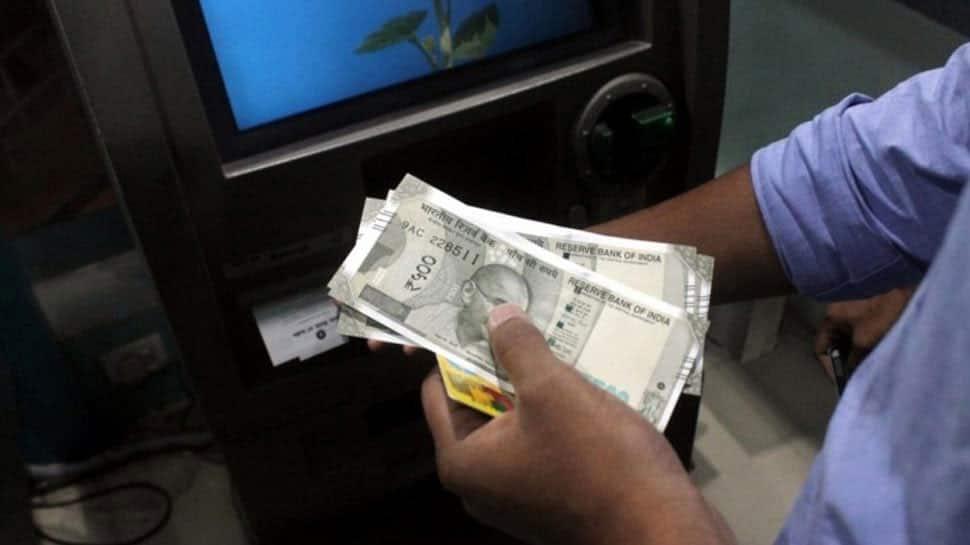 இனி ATM-ல் பணம் எடுத்தால் அதிக கட்டணம் வசூல் செய்ய வங்கிகள் கோரிக்கை