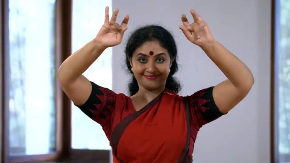மோகினியாட்டத்தின் மூலம் கொரோனா விழிப்புணர்வு; வைரலாகும் Video!