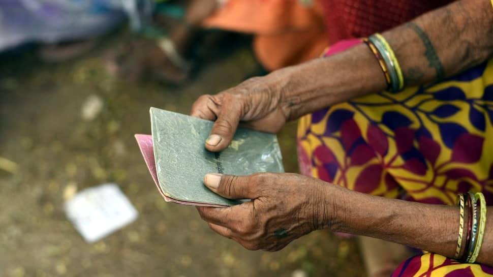 அனைத்து அரிசி குடும்ப அட்டைதாரர்களுக்கு ரொக்க உதவி தொகையாக ரூ.1000...