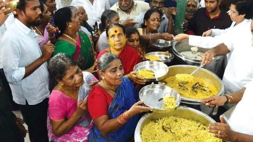 தமிழ்நாட்டில் 4 மாவட்டங்களில் உள்ள அம்மா உணவகத்தில் இலவசமாக உணவு