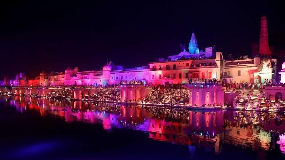 WATCH VIDEO: விழாக்கோலம் பூண்டுள்ள அயோத்தி, சரயு நதிக்கரையில் ஒளிரும் விளக்குகள்