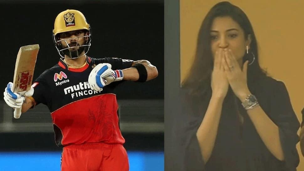 IPL 2020: அனுஷ்கா சர்மா விராட் கோலிக்கு கொடுத்த Flying Kiss, வைரலாகிய படங்கள்..!!!