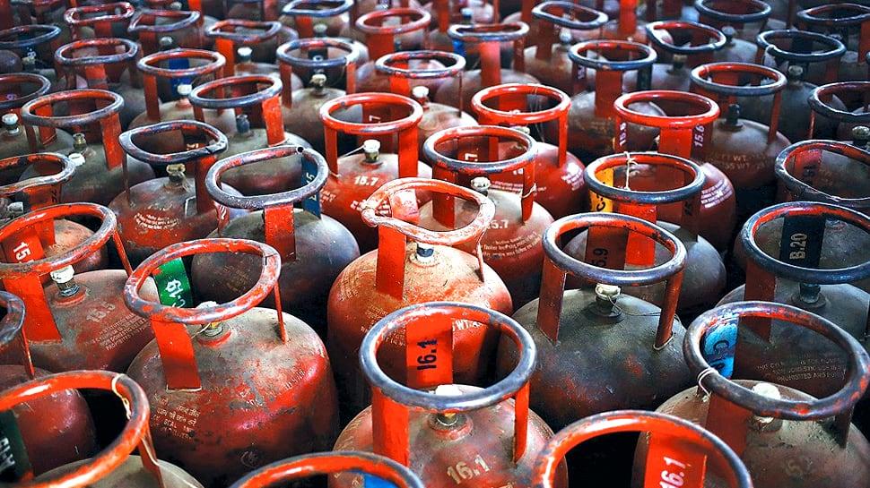 நவம்பர் 1 முதல் LPG சிலிண்டர் விநியோக முறையில் மாற்றம்... முழு விவரம் இதோ!!
