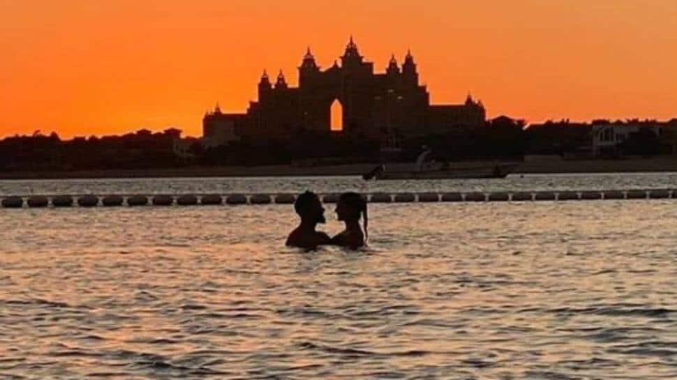 இணையத்தை  கலக்கும் விராட்-அனுஷ்காவின் Sunset Photo..!!!