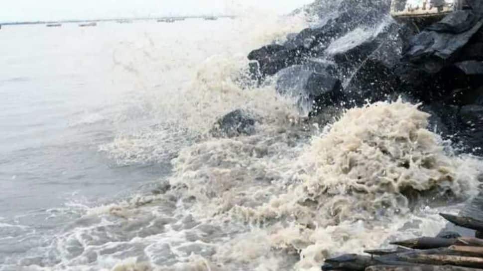 டெல்டா பகுதிகளில் பலத்த மழையால் பெரும் பாதிப்பு: சிதம்பரம் கோயிலில் மழை நீர் புகுந்தது