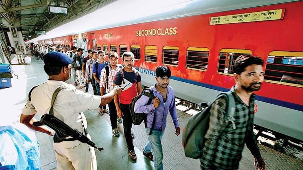 Indian Railways: Train டிக்கெட் விலை நாளை முதல் உயர்கிறதா? எவ்வளவு?