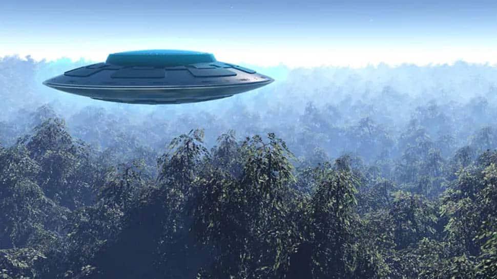 விமானத்தில் பறக்கும்போதே பயணி எடுத்த UFO வீடியோ வைரல்