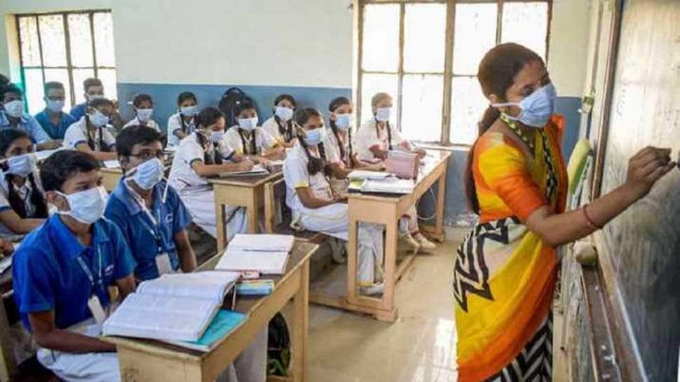 ஒரே பள்ளியில் 54 குழந்தைகள் கொரோனா வைரஸால் பாதிப்பு! பெற்றோர்கள் அதிர்ச்சி!