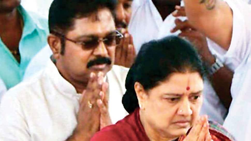 அரசியலை விட்டு விலகுகிறேன்: வி.கே. சசிகலா அதிரடி