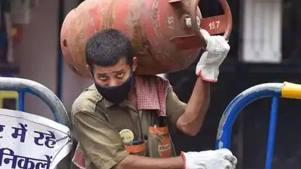 LPG Gas Cylinder Discount: இதில் முன்பதிவு செய்தால் 50 ரூபாய் தள்ளுபடி பெறலாம்!