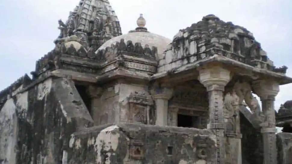 Shocking Attack: பாகிஸ்தானில் 100 ஆண்டுகள் பழமையான இந்து கோயில் மீது தாக்குதல்