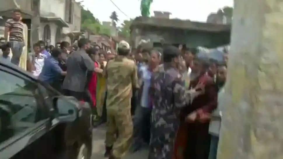 கறை படிந்த தேர்தல் களம்: மேற்கு வங்க 4 ஆம் கட்ட சட்டமன்றத் தேர்தலில் துப்பாக்கிச் சூடு: 4 பேர் பலி