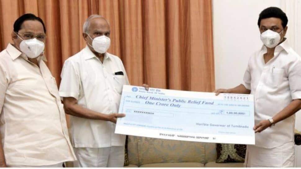 தமிழக ஆளுநருடன் முதல்வர் சந்திப்பு: ரூ. 1 கோடி கொரோனா நிவாரண நிதி அளித்தார் ஆளுநர்