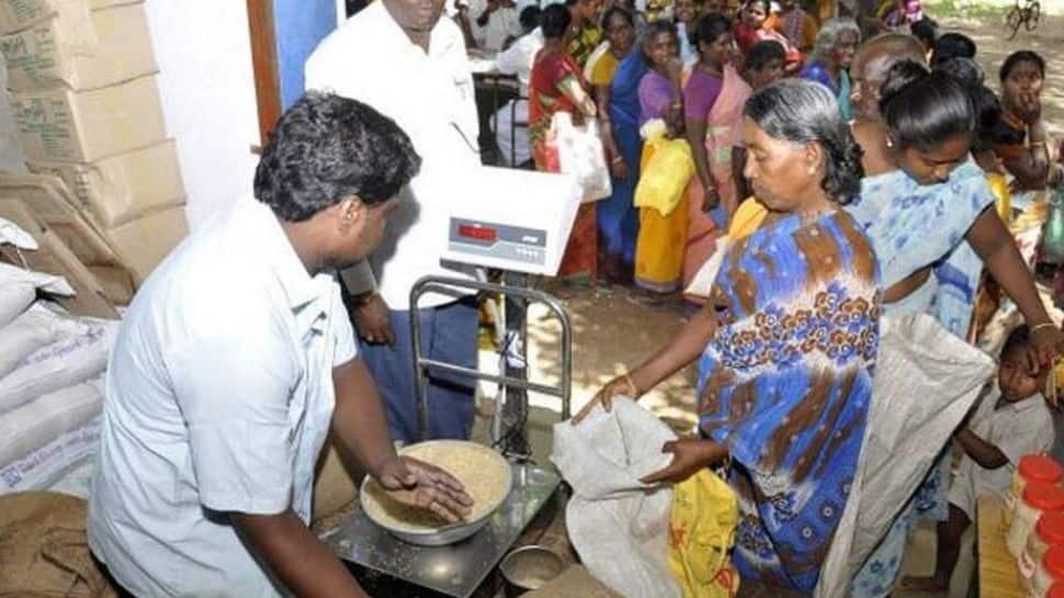 ரேஷன் கடைகளில் கொரோனா நிவாரண ஜூன் 25க்குள் வழங்குக: தமிழக அரசு