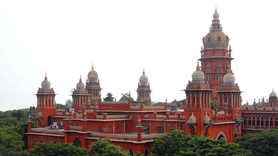 Chennai High Court granted conditional bail Shiv Shankar Baba's 5 female devotees | Chennai HC: சிவசிங்கர் பாபாவின் பக்தைகள் 5 பேருக்கு நிபந்தனை ஜாமீன்!