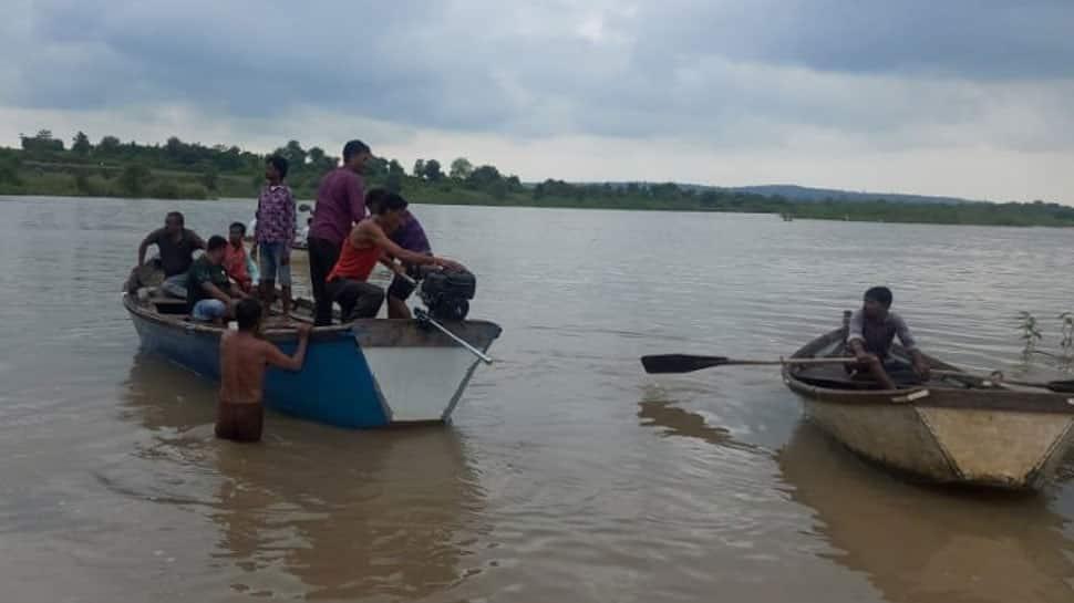 வர்தா ஆற்றில் படகு கவிழ்ந்த விபத்தில் சிக்கிய 11 பேர் உயிரிழந்திருக்கலாம் என அச்சம்