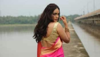 உன் பார்வையில் பைத்தியம் ஆனேன்!  நந்திதாவின் லேட்டஸ்ட் க்ளிக்ஸ்!