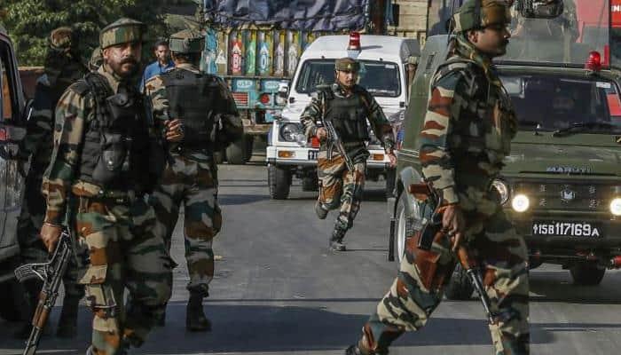 கஷ்மீர் பாராமுல்லா பகுதியில் சீன பாகிஸ்தான் கொடி, ஜெய்சி அமைப்புக்களின் லெட்டர்பேட்கள் கைப்பற்றப்பட்டுள்ளது- 44 பேர் கைது!!