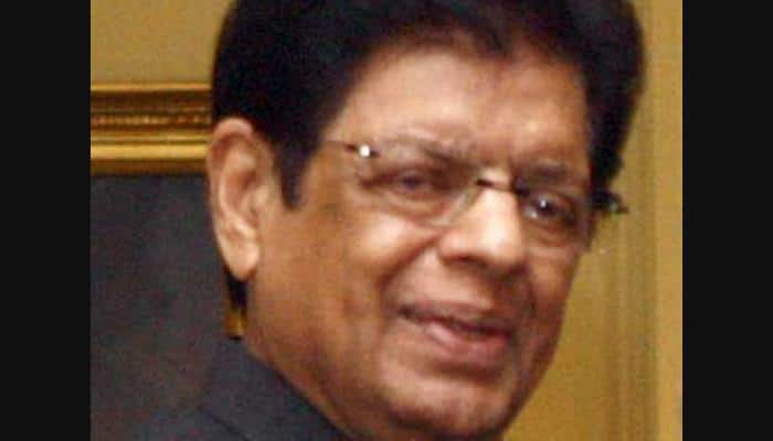 பட்ஜெட் கூட்டத்தொடரில் மயங்கி விழுந்த முன்னாள் தலைவர்