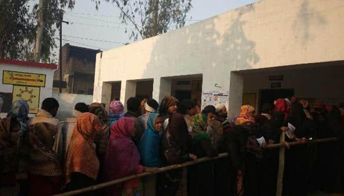 உ.பி.,யில் தேர்தல்: 73 தொகுதிகளில் முதல்கட்ட ஓட்டுப்பதிவு துவங்கியது