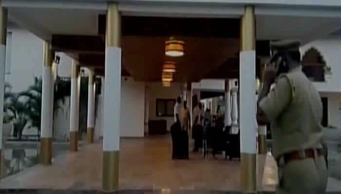 """கூவத்தூர் 2"""": புதுச்சேரி ரெசார்ட்டில் தினகரன் ஆதரவு எம்.எல்.ஏ.க்கள்?"""