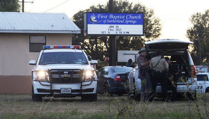 அமெரிக்கா சர்ச்சில் துப்பாக்கிச் சூடு: 26 பேர் பலி
