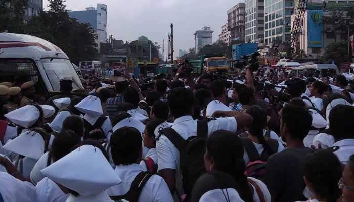 சென்னையில் செவிலியர்கள் போராட்டம்!!