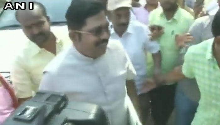 டி.டிவி தினகரன் வி.கே சசிகலாவை சந்திக்க பெங்களூர் வந்துள்ளார்!!