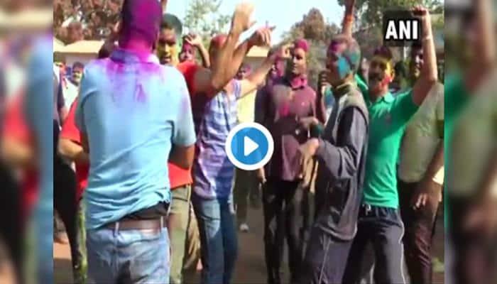 Video: ஹோலி பண்டிகை கொண்டாடும் பாதுகாப்பு படையினர்!