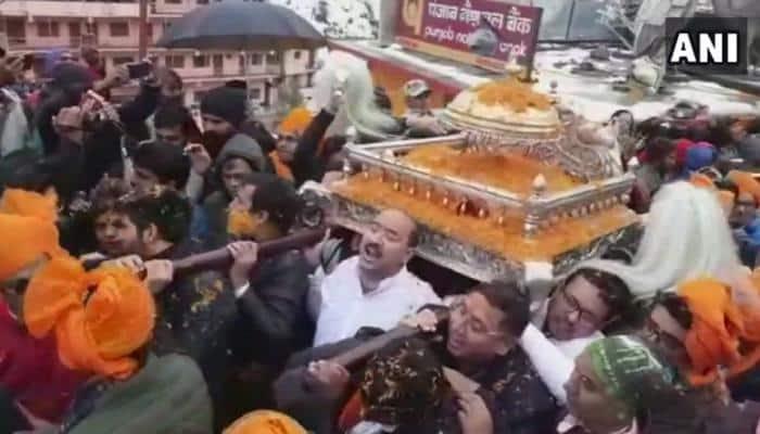 புகழ்பெற்ற பத்ரிநாதருக்கு 3.5 kg எடையுள்ள தங்க குடை காணிக்கை