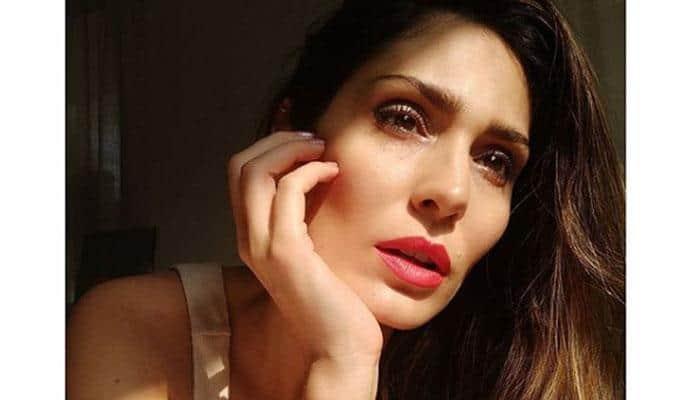 viral! பில்லா 2 நடிகையின் டாப்லெஸ் புகைப்படம்: உள்ளே பார்க்க!