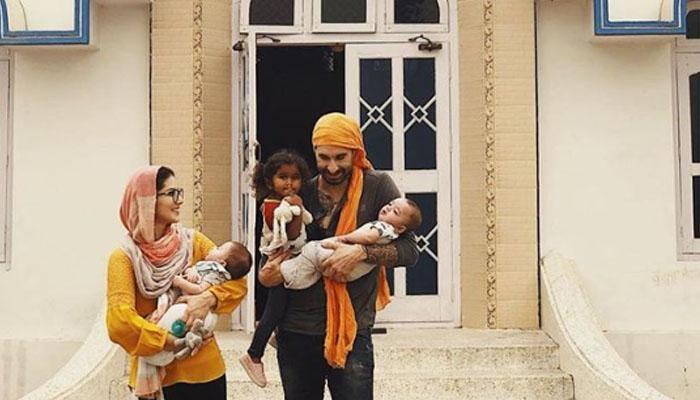 சன்னி லியோன் தன் மகளுடன் இருக்கும் ''ஹாட்'' புகைப்படம்!