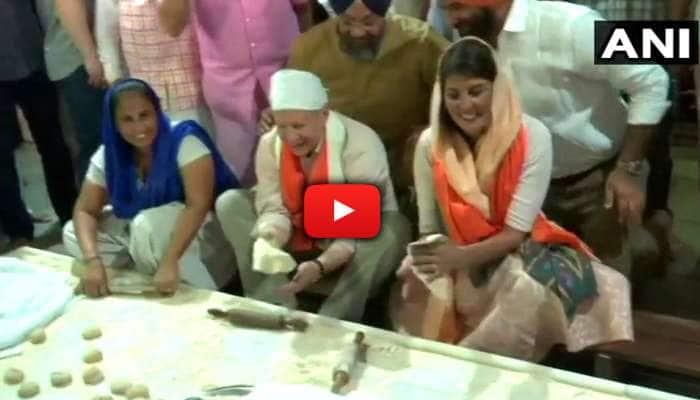 WATCH: இந்திய கோவிலில் ரொட்டி சுட்ட அமெரிக்கத் தூதர் ஹாலே!!