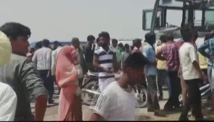 பேருந்தும் டிரக்கும் நேருக்கு நேர் மோதி விபத்து: 12 பேர் பலி