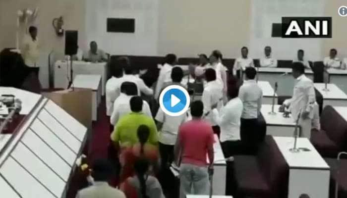 WATCH: வாஜ்பாய் இரங்கல் தீர்மானத்தில் BJP, AIMIM இடையே மோதல்!
