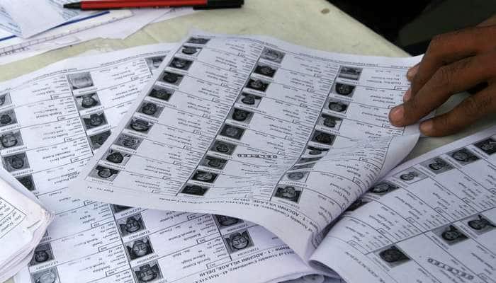 பல்லியா: வாக்காளர் பட்டியலில் சன்னி லியோன், யானை புகைப்படம்!