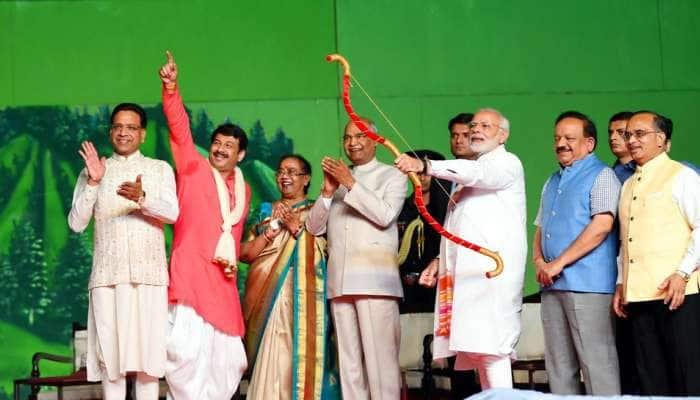 டெல்லியில் ராவணன் கொடும்பாவியை எரித்தார் பிரதமர் மோடி!