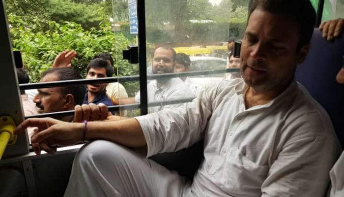 சிபிஐ vs சிபிஐ: ஆர்ப்பாட்டத்தில் ஈடுப்பட்ட காங்கிரஸ் தலைவர் ராகுல் காந்தி கைது