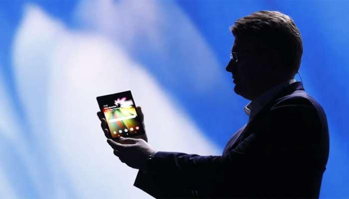 Samsung நிறுவனத்தின் முதல் foldable smartphone, விரைவில்...