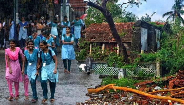 நாகை-யில் முகாம்கள் அமைக்கப்பட்ட பள்ளிகளுக்கு விடுமுறை...